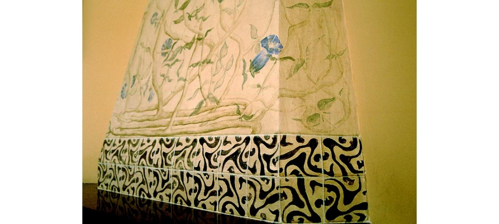 detail of tromp l'oeil tiles and morning glories for fireplace in antechamber, Avda Diagonal 423, 2003